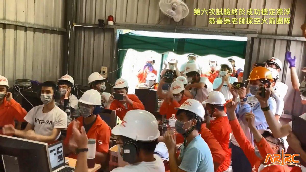 第六次試驗終於成功穩定漂浮,恭喜吳老師探空火箭團隊!